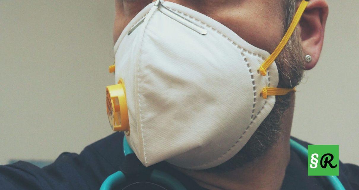 работник в маске