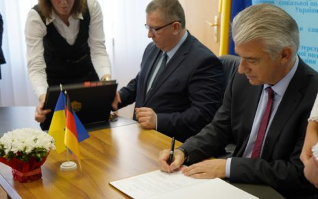 Министр социальной политики Украины Андрей Рева и посол Германии д-р Эрнст Райхель